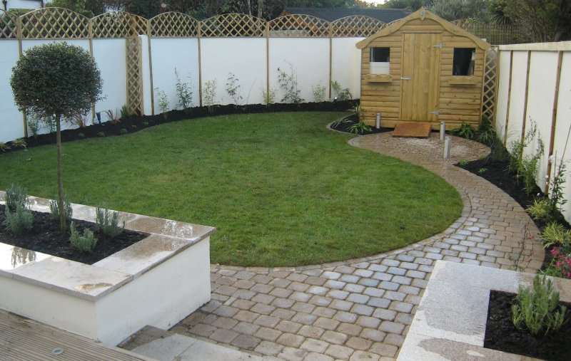 Beau Triangular Garden Design