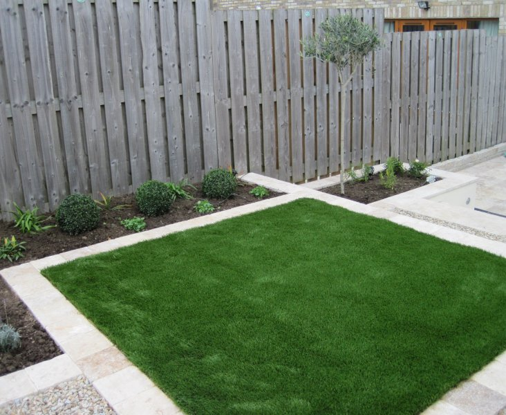 Small Narrow Garden Design. Artificial Grass Lawn