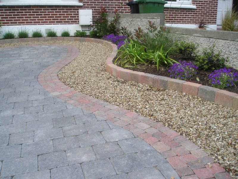 Garden design ideas inspiration advice for all styles for Paved front garden designs